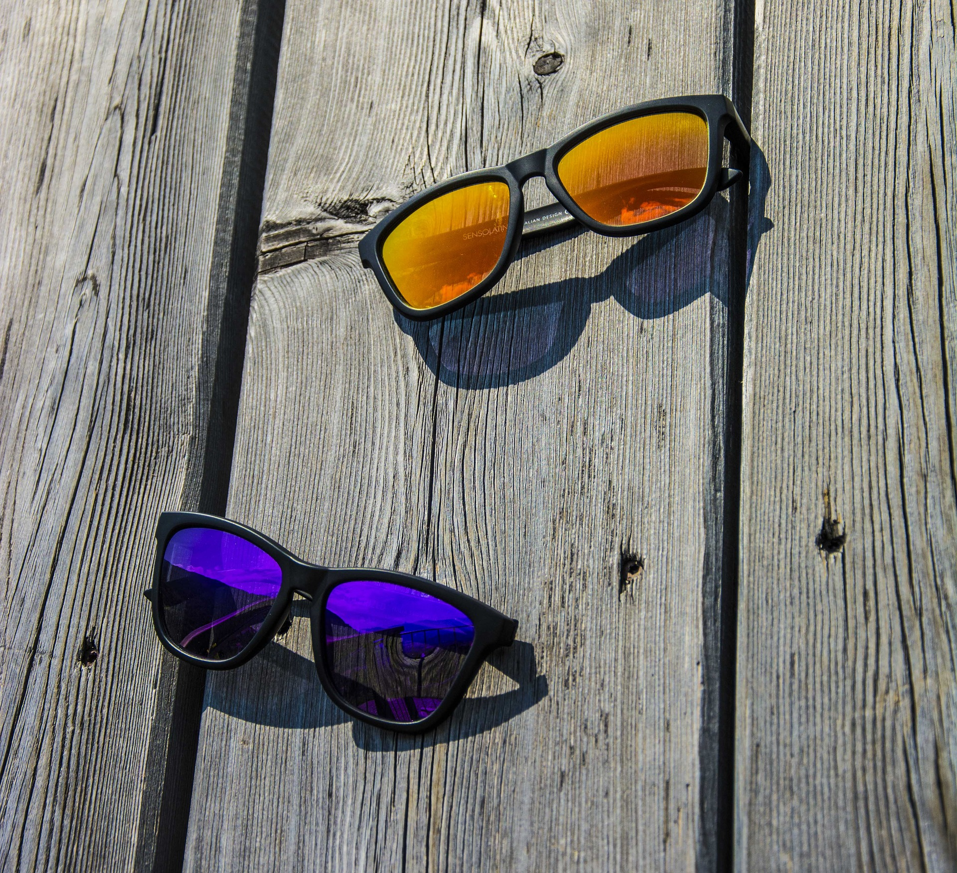 sunglasses-1676373_1920